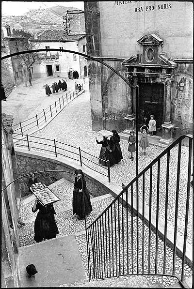 Is this an early perfect Cartier-Bresson photograph?
