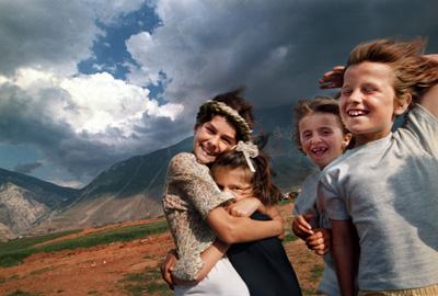 four-kosovo-refugees-carol-guzy.jpg