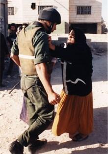 paelestinian-woman-israeli-soldier-noel-jabbour