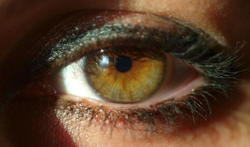 A_womans_eye